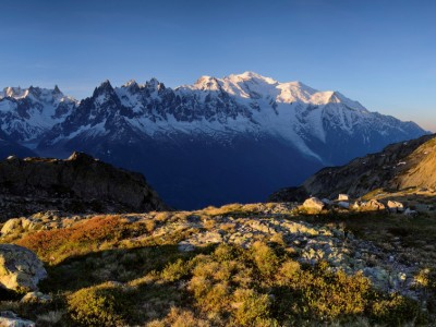 La Chaine du massif du Mont Blanc au lever du jour