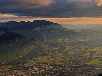 Les derniers rayons de soleil sur Bonneville et la vallée