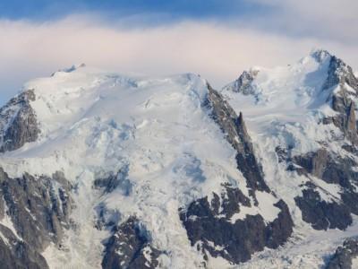 Un panoramique de l'aiguille du Midi au sommet du Mont blanc, la voie des 3 Monts
